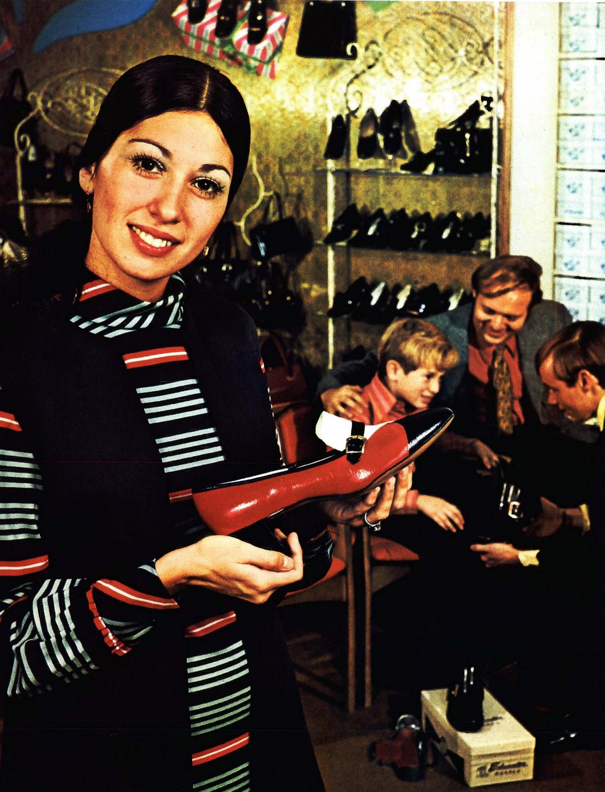 Retro red white and black shoe for women (1971)