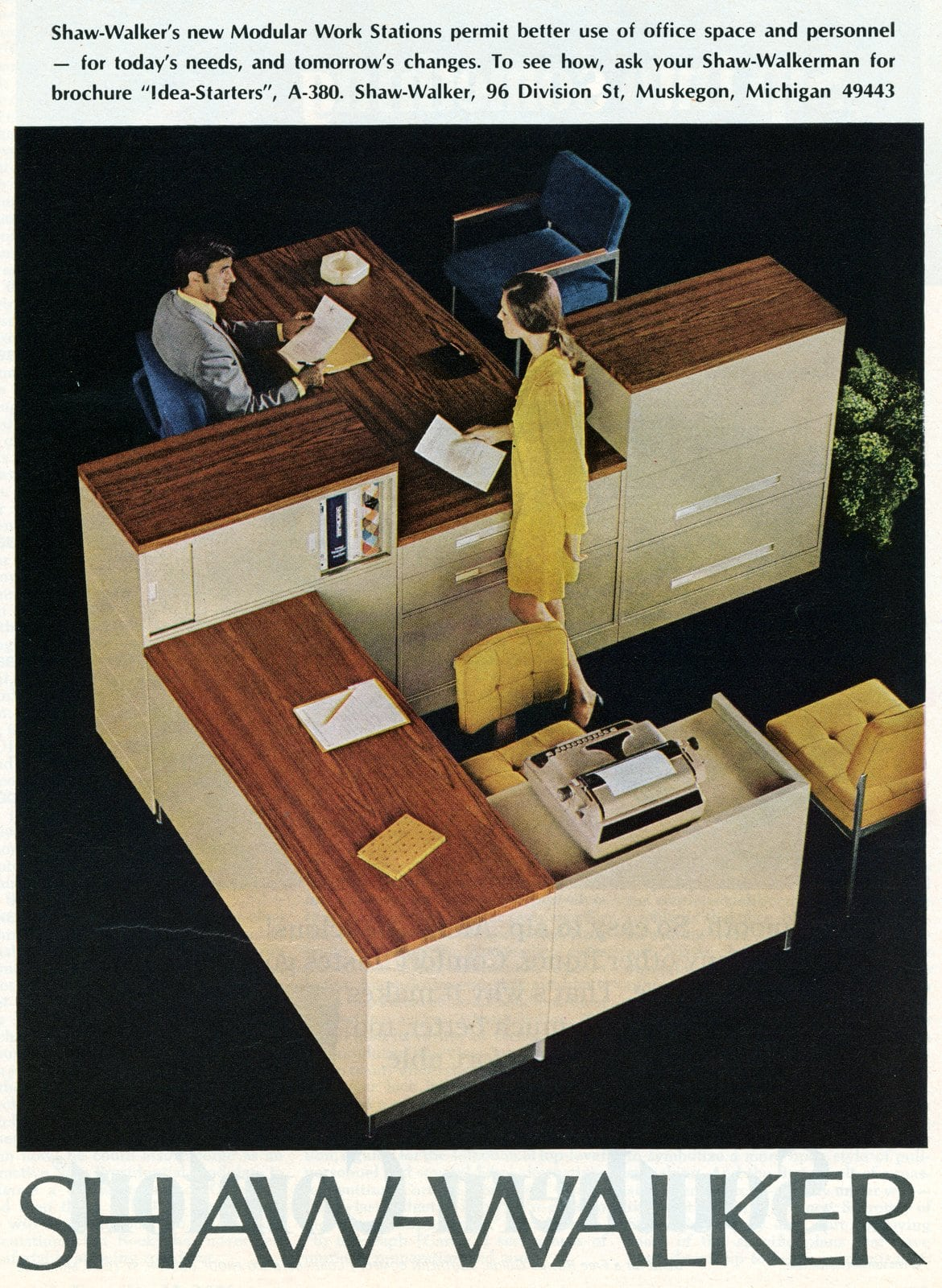 Retro seventies Shaw-Walker modular work station setup with desks for an office (1976)