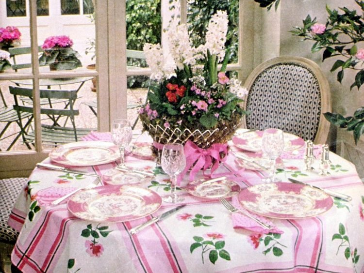 Retro table settings from 1977 (2)