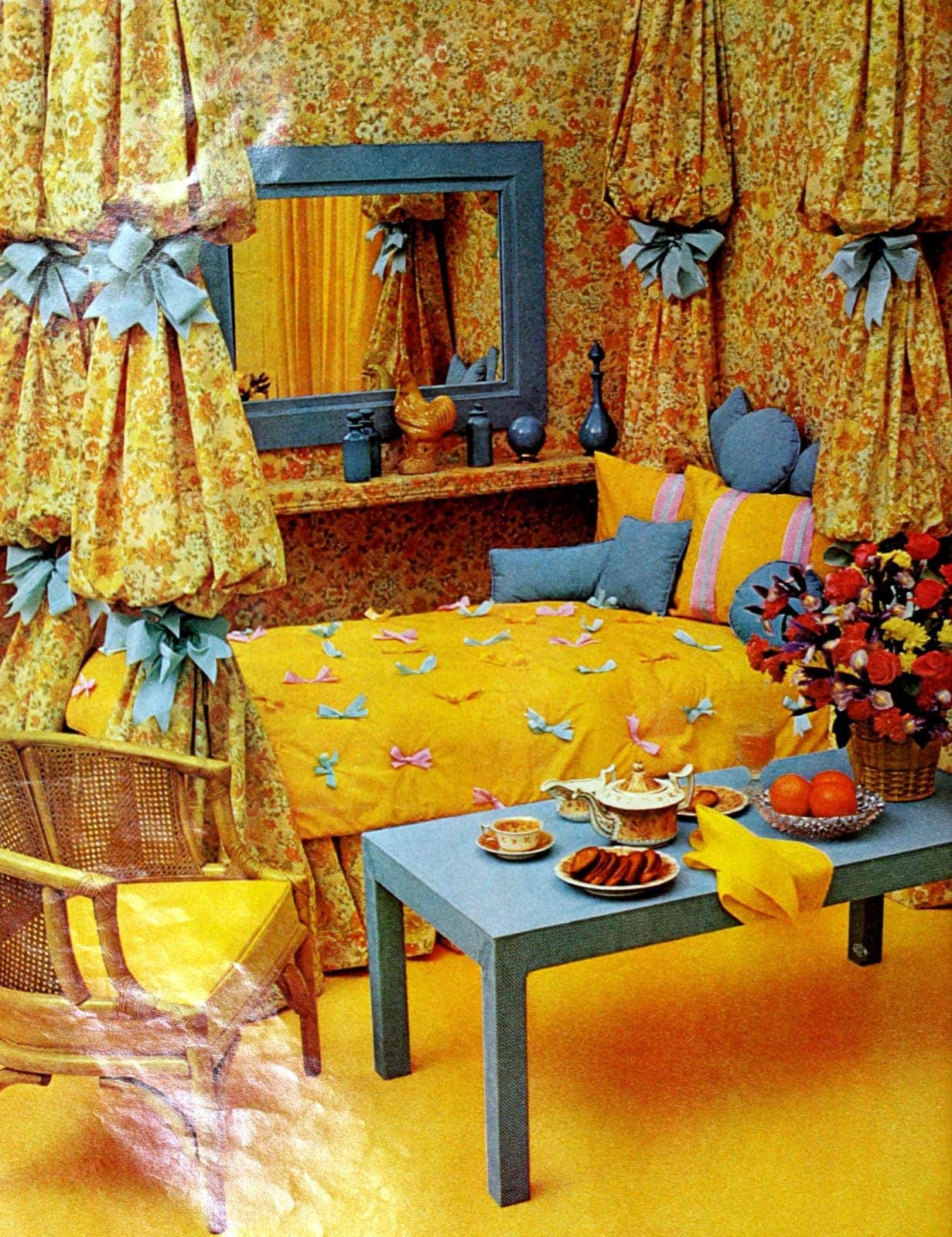 Ribbony retro kids' bedroom decor (1973)