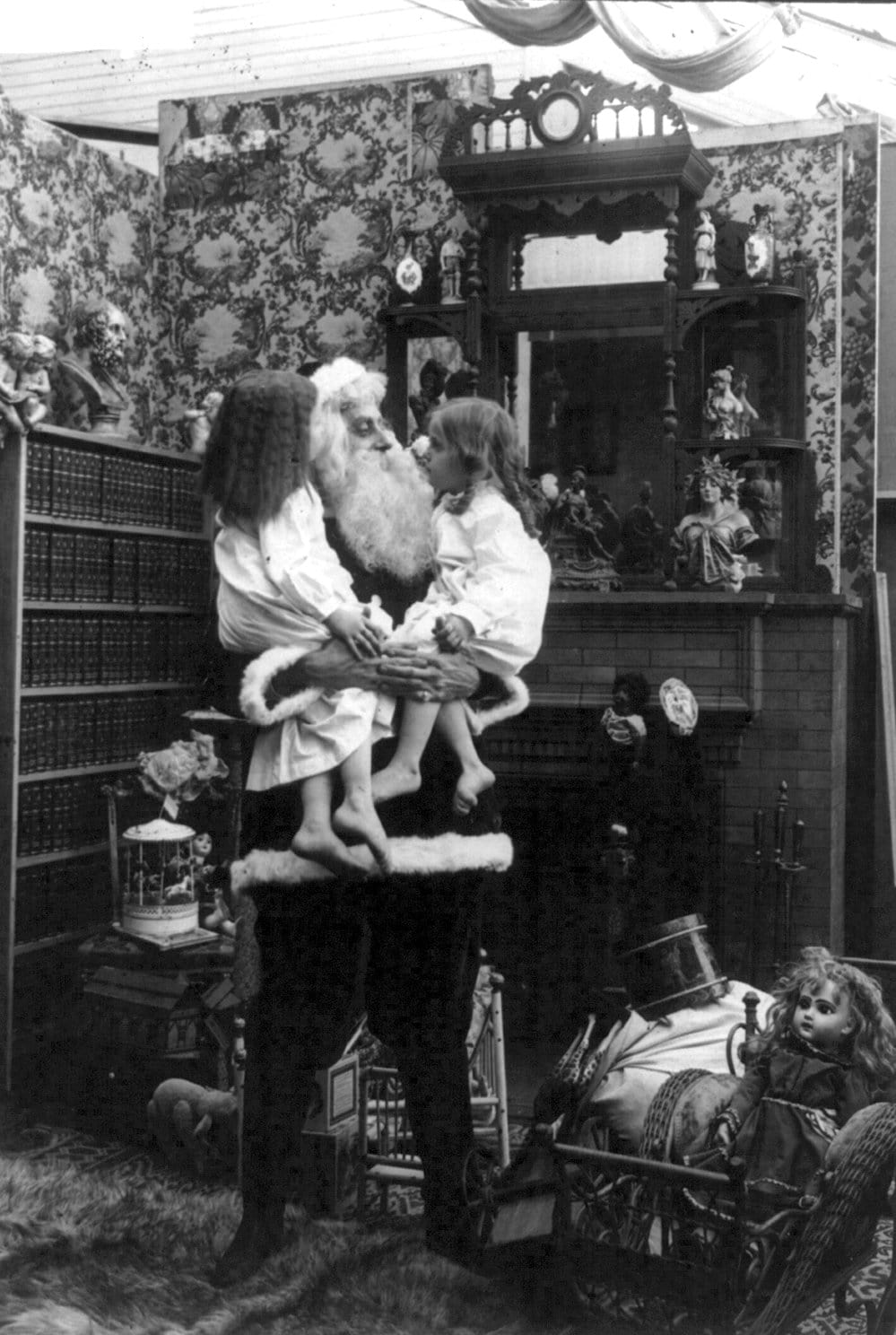 Santa Claus on a home set in 1907