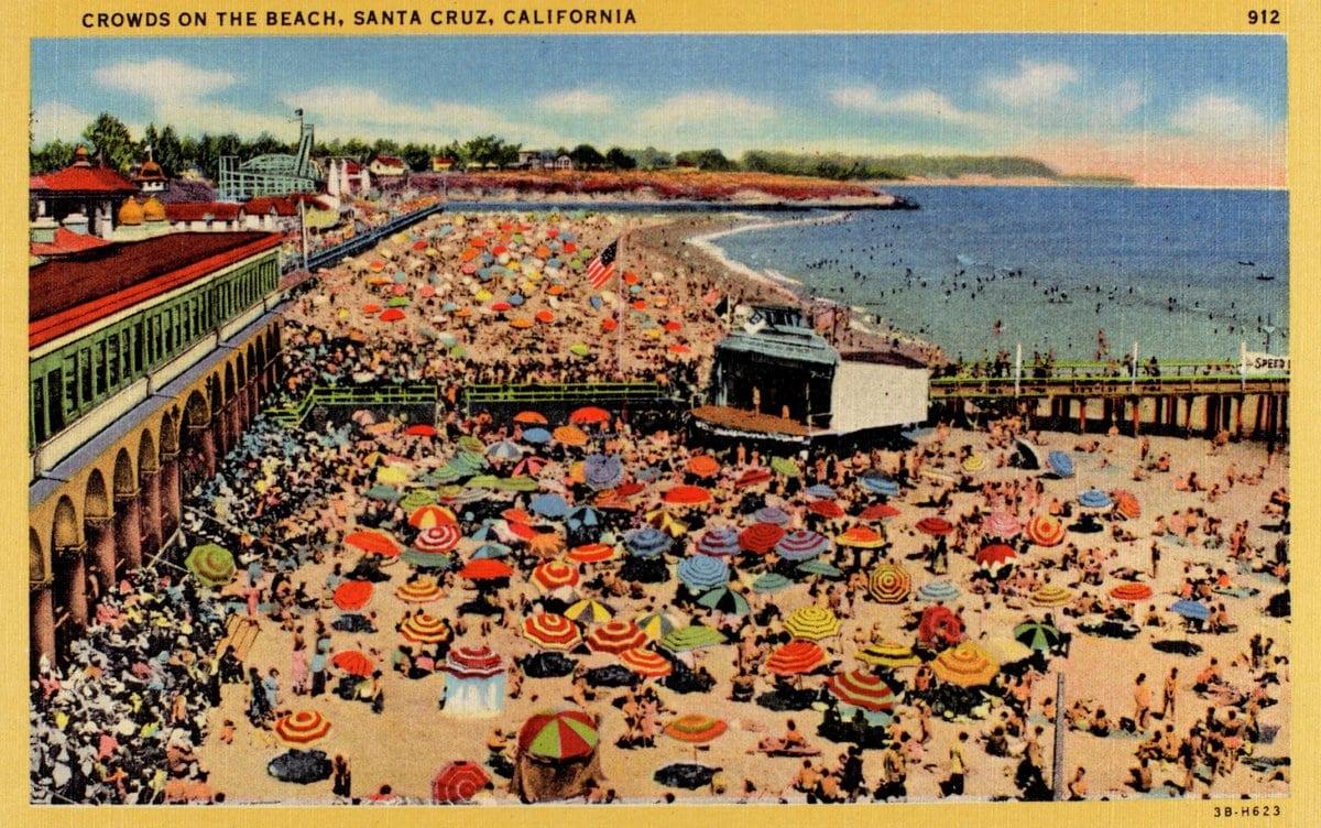 Santa Cruz beach crowd - Vintage postcard from 1930s-1940s