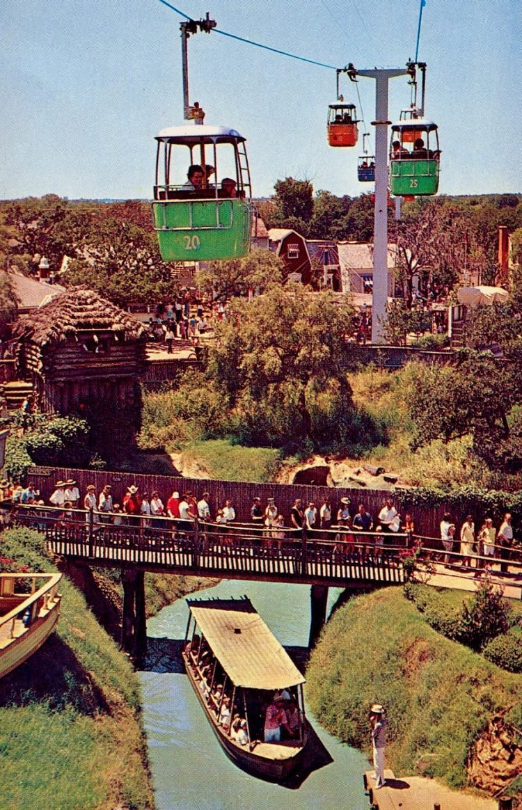 Scenes from vintage Six Flags over Texas (1)