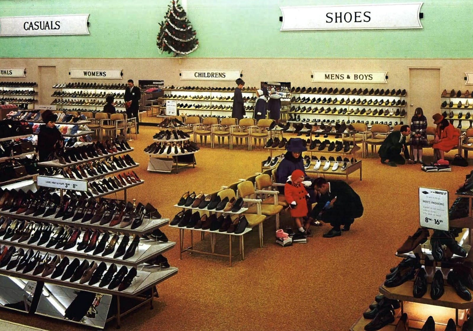Fully-stocked vintage shoe store (1966)