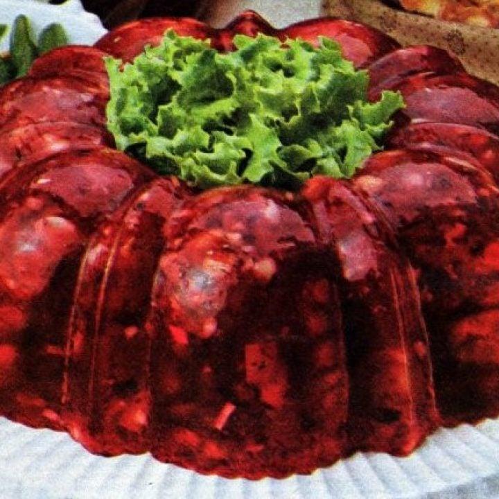 Serve-a-retro-Cranberry-Wobbler-gelatin-mold-this-Thanksgiving-1970s-1-750x1067 (2)