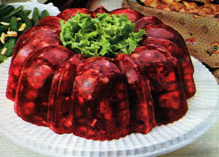 Serve a retro Cranberry Wobbler gelatin mold this Thanksgiving (1979)