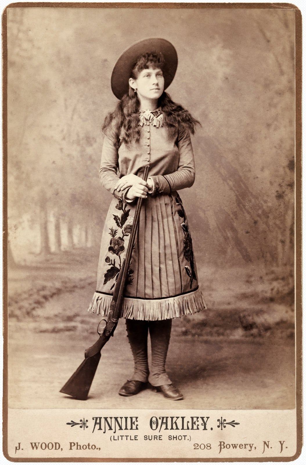 Sharpshooter Annie Oakley - Little Sure Shot