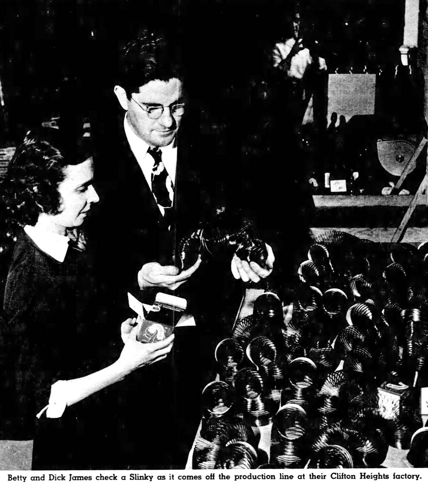 Slinky inventor Dick James and wife (1950)