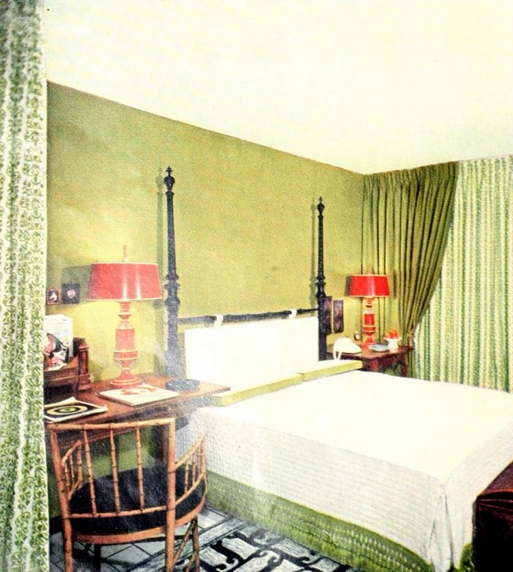 Small fifties master bedroom decor in green