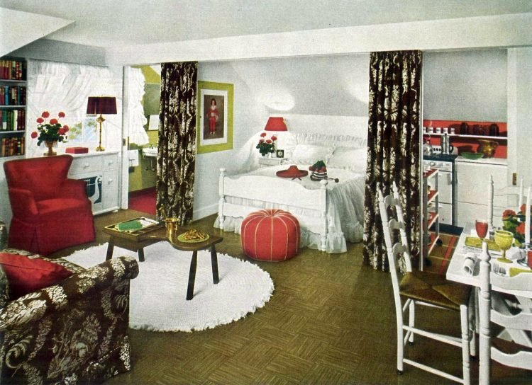 Small home - bedsit studio apartment decor from the 1940s