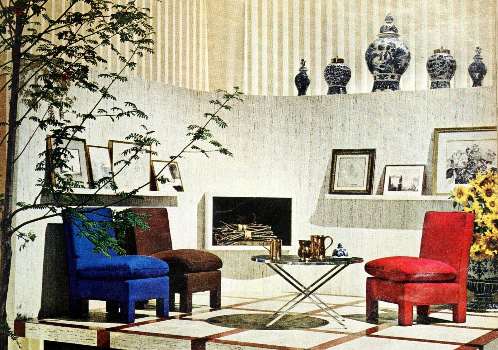 Solid-color chairs with matching cushions - Home decor from 1964