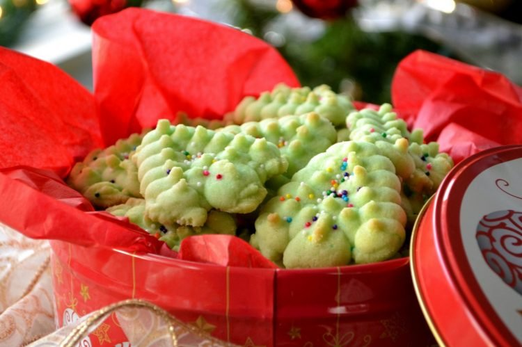 Spritz holiday butter cookies made with a press (2)