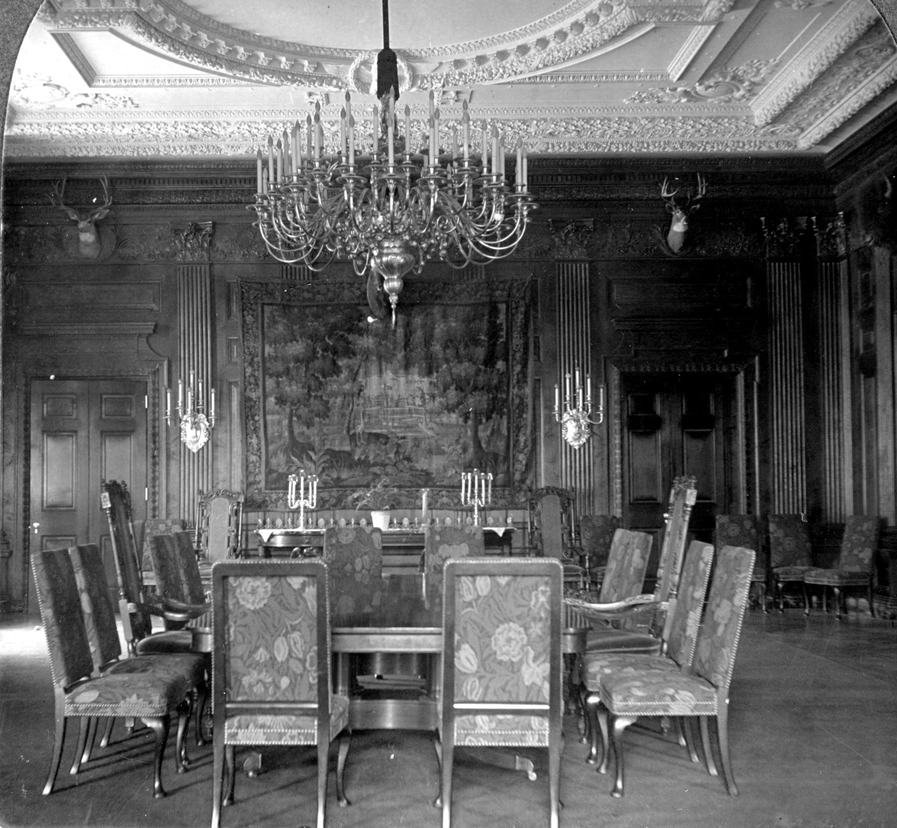 State dining room, White House (1906)