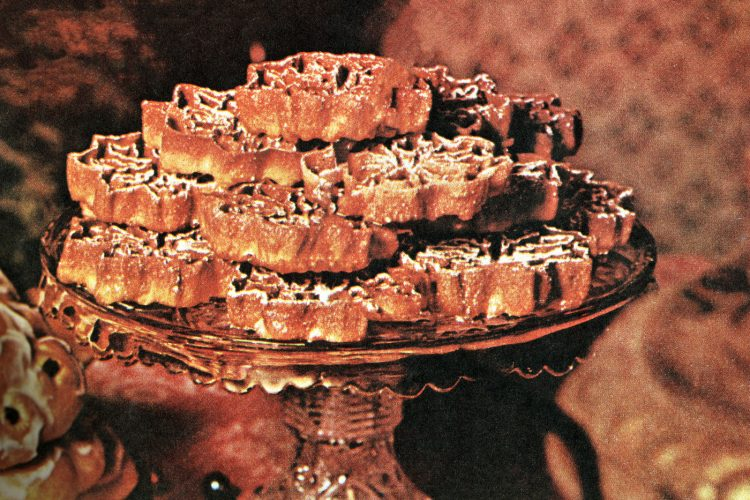 Swedish rosettes Crisp, feather-light cookies (1960)