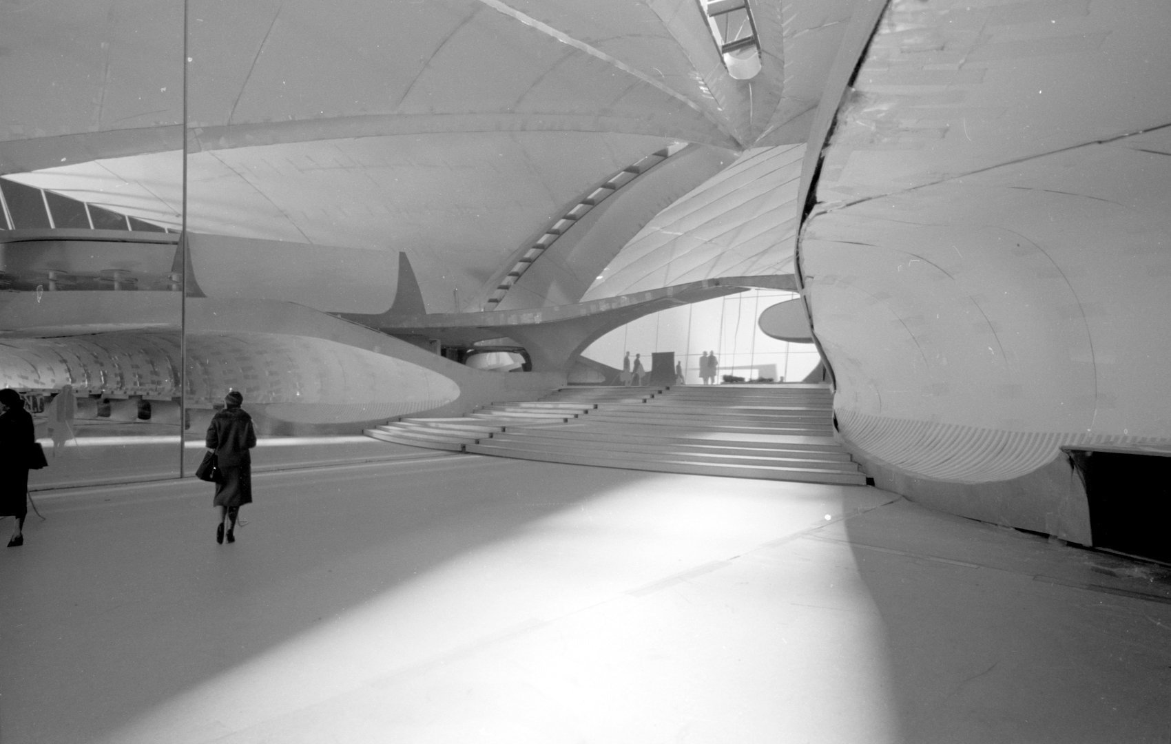 Sweeping view of inside the TWA Terminal at JFK airport 1960s