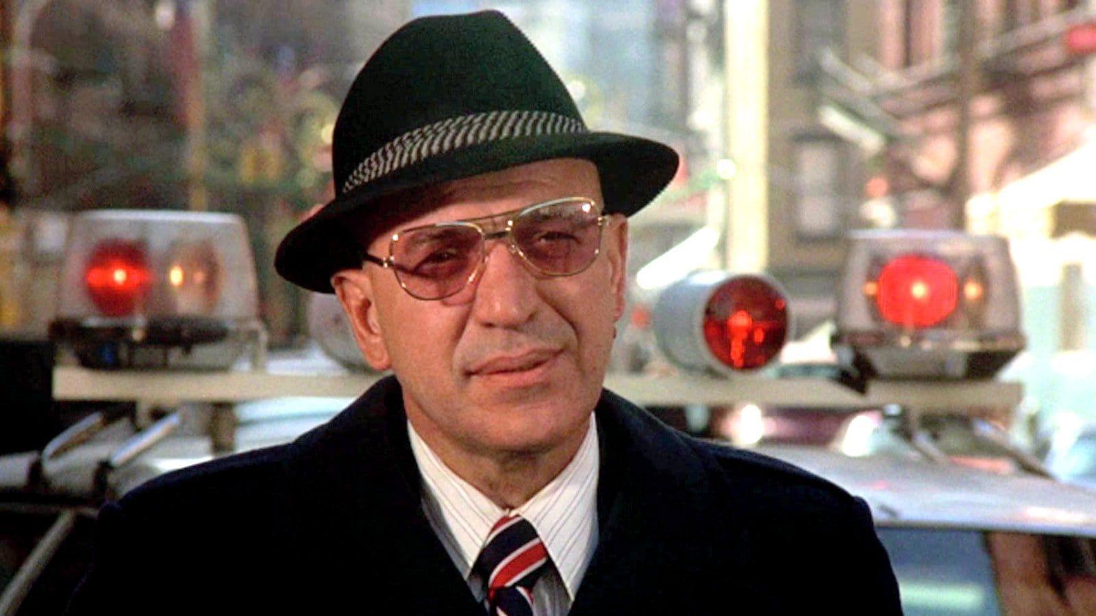 Telly Savalas as Kojak - New York street scene with flashing lights