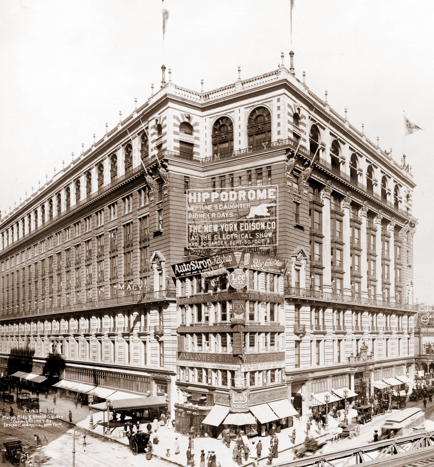 The New York Macy's Building and Herald Square - 1907