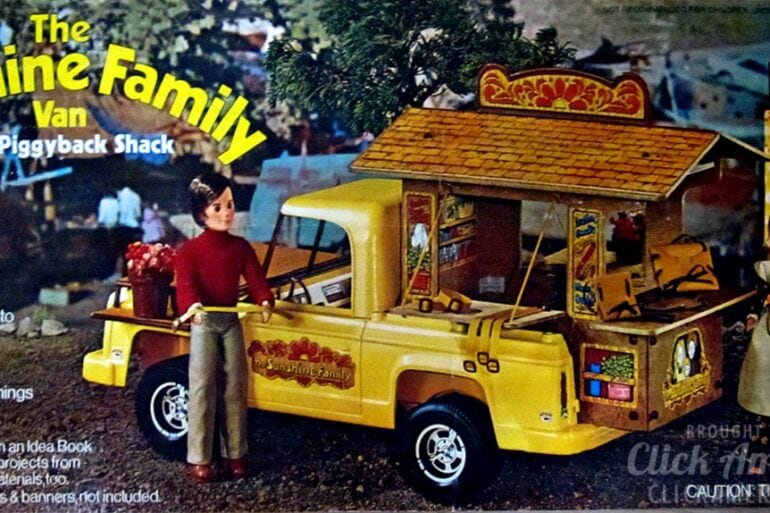 The Sunshine Family Van with Piggyback Shack - Vintage toys