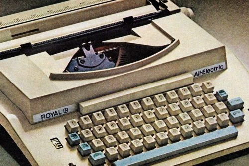 The family electric typewriter Royal from 1969 (1)