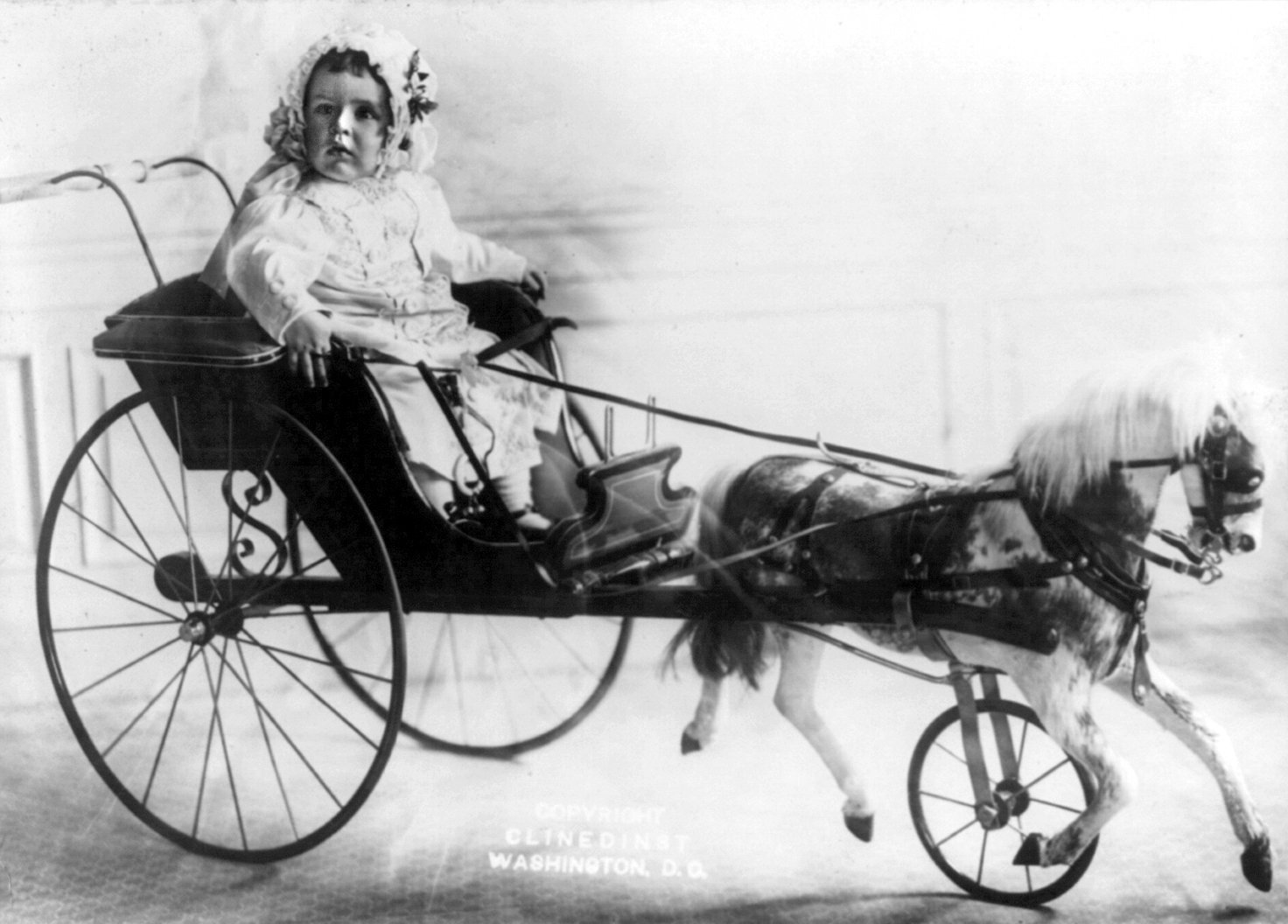 The rich baby's carriage (1910)