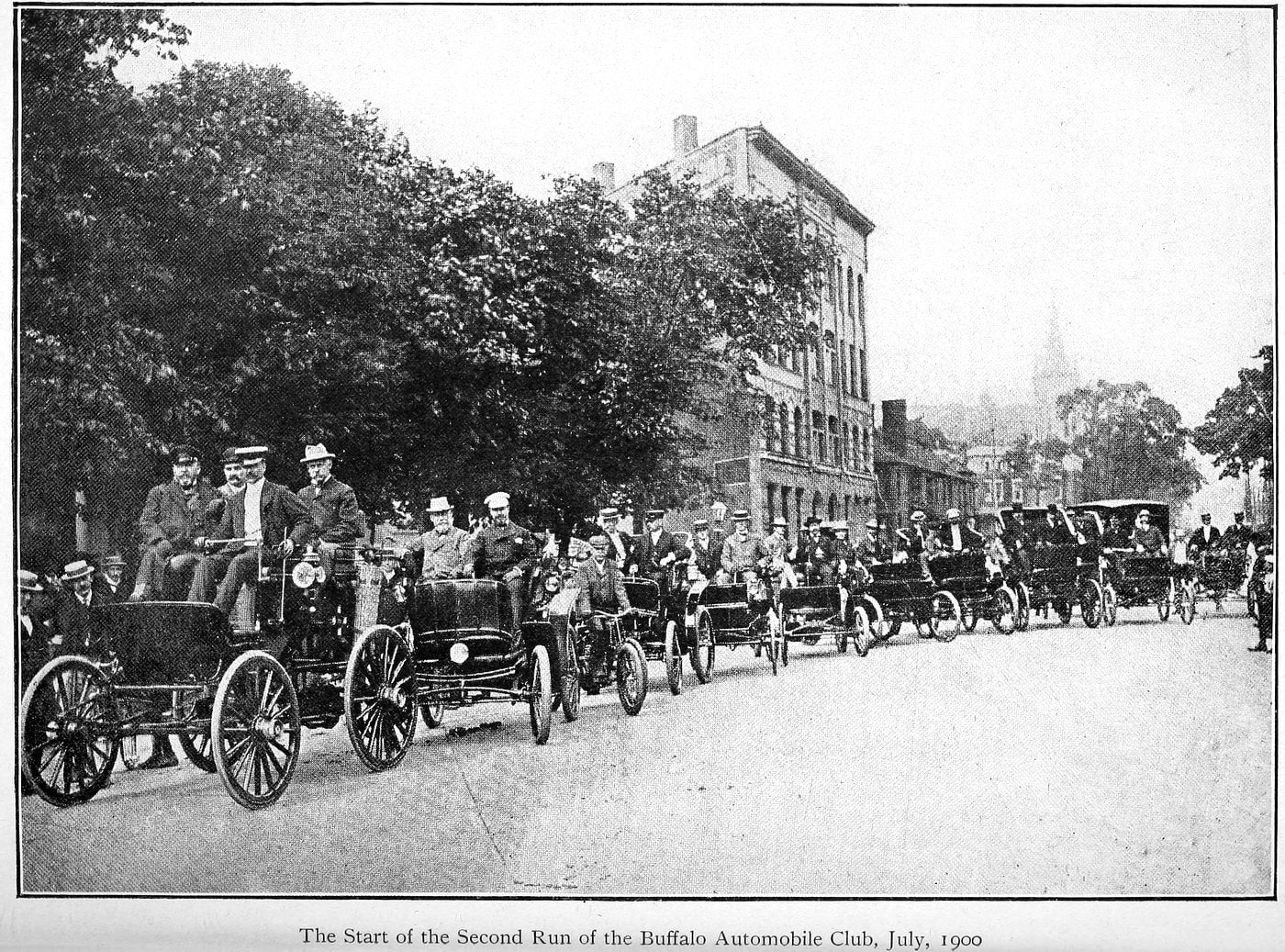 The start of the second run of the Buffalo Automobile Club (July, 1900)