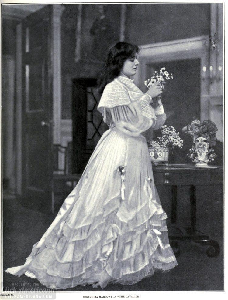 Theatre women c1909 (2)