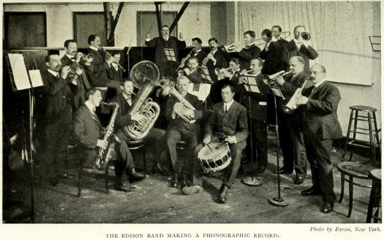 Thomas Edison and the phonograph (1)