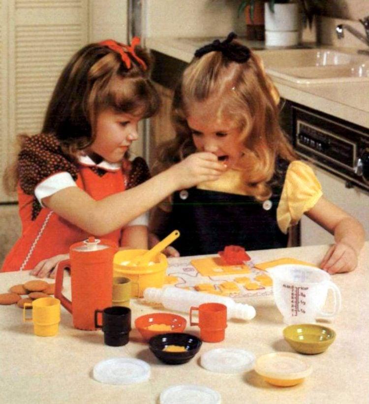 Vintage Tuppertoys: Tiny Tupperware Mini-Mix-It and Mini-Serve-It 1979