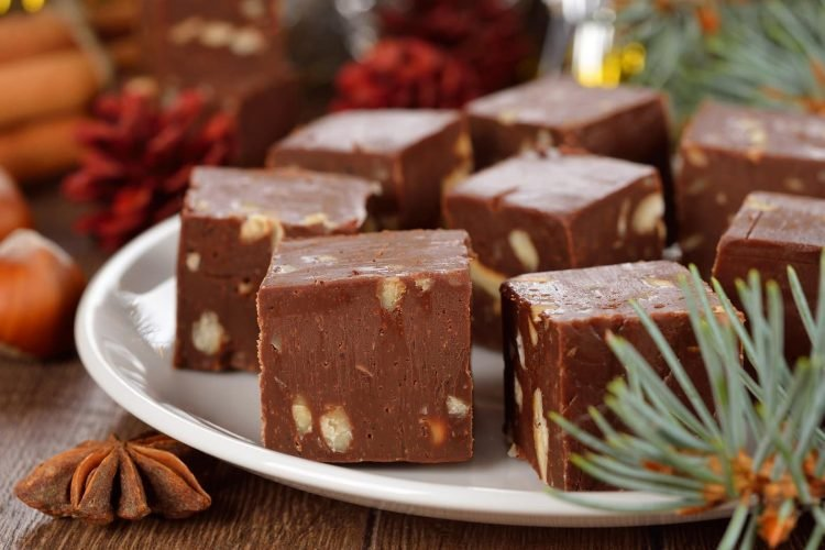 Traditional Christmas fudge & vintage one-bowl holiday fudge recipes from the '90s
