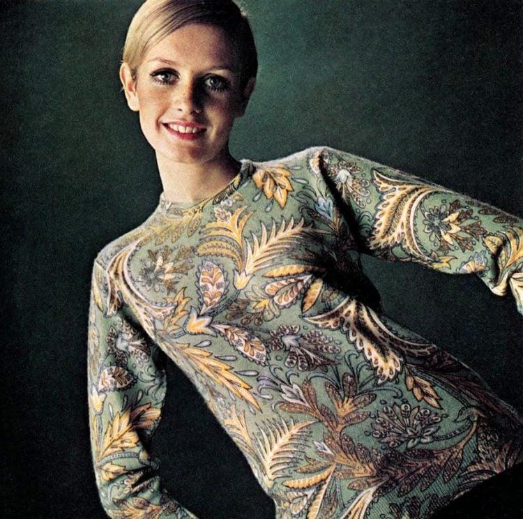 Twiggy modeling 1967
