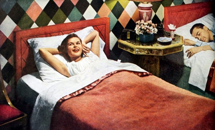 Two beds in the master bedroom from the 1940s (3)