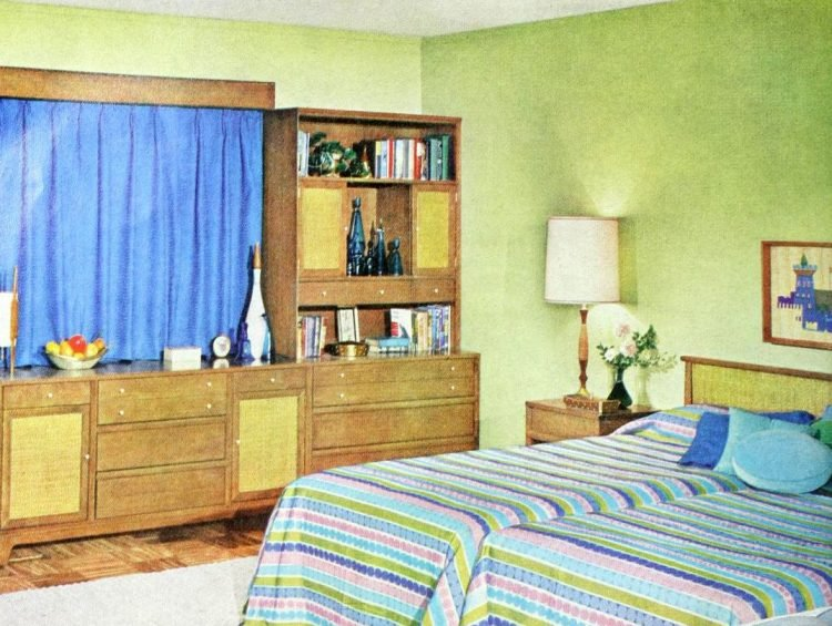 Two single beds for married couples from the 1950s (12)