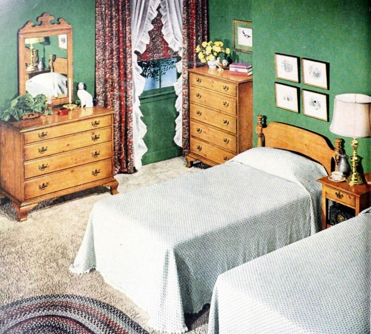Two single beds for married couples from the 1950s (2)
