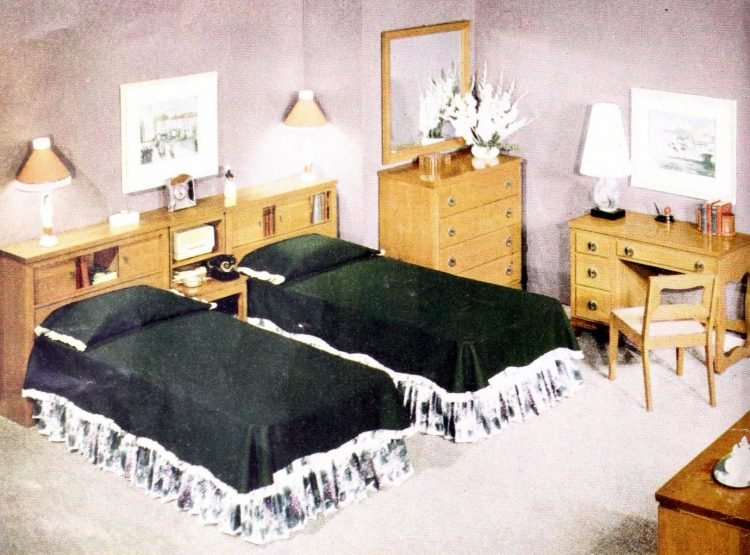 Two single beds for married couples from the 1950s (9)