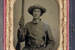 Unidentified Civil War soldier with guns