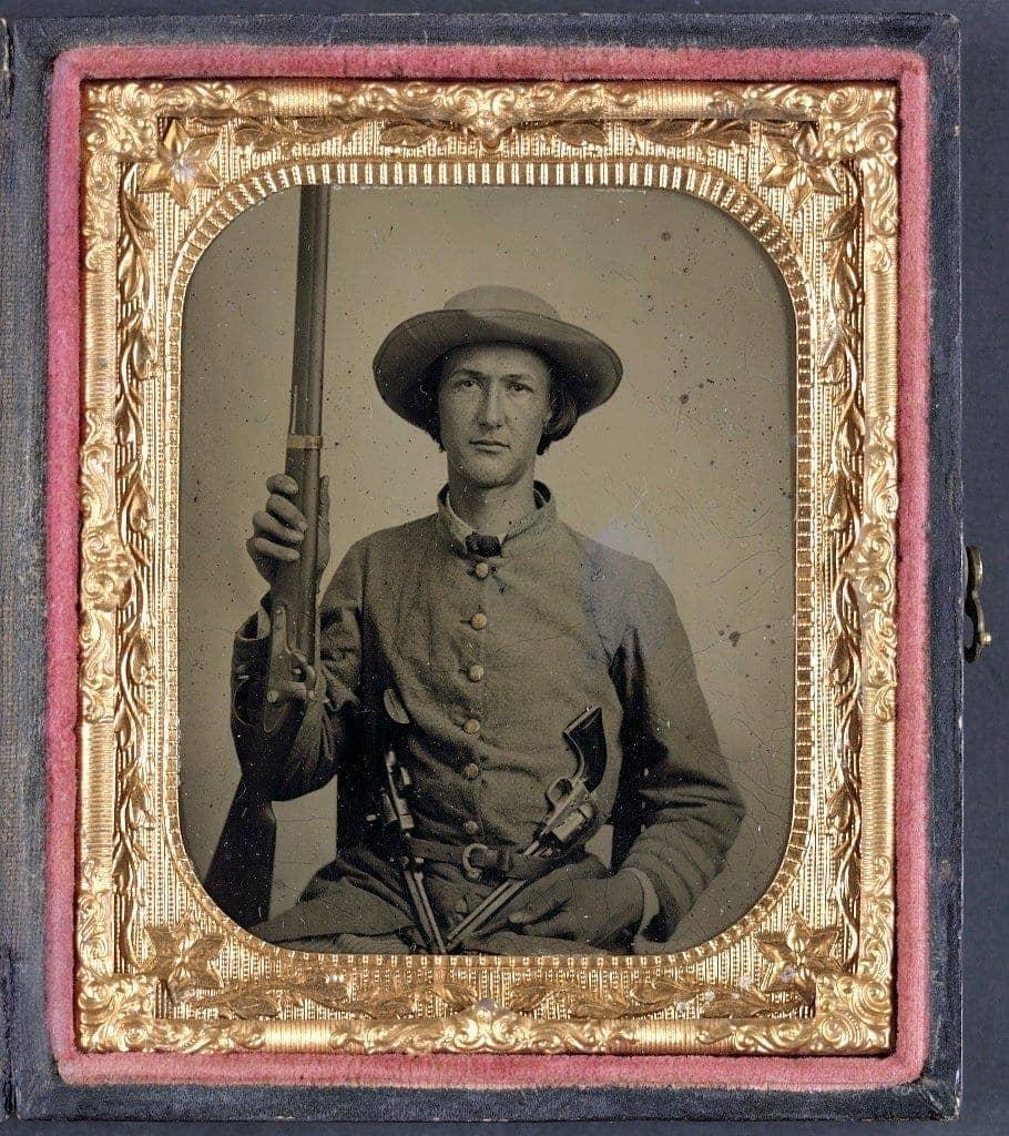 Unidentified Civil War soldier with guns