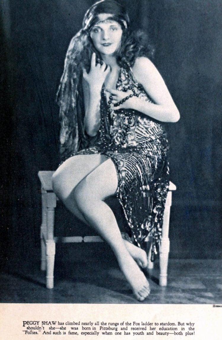 Vintage 1920s flapper fashions (1)