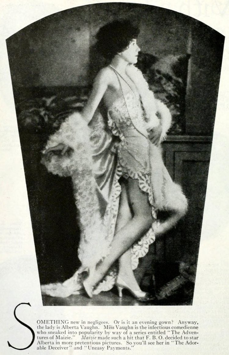 Vintage 1920s flapper fashions (4)