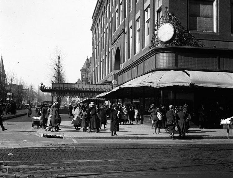 Vintage 1920s street scene in Washington DC
