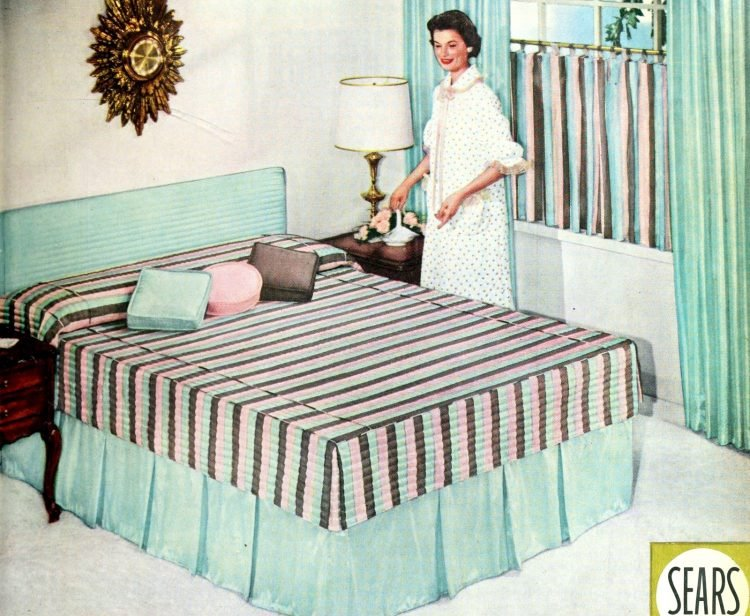 Vintage 1950s master bedroom decor - Stripes