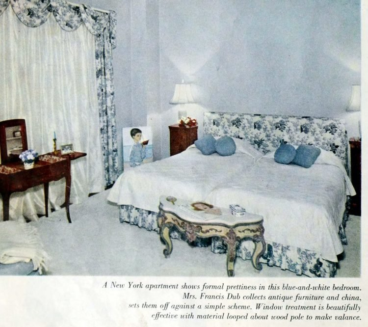 Vintage 1950s master bedroom decor - White and blue