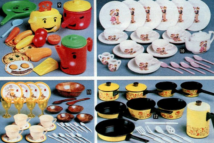 Vintage 1981 play kitchen pots pans plates food
