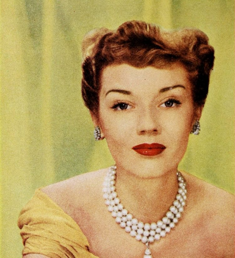 Vintage '40s hairstyles for women from 1949 (9)