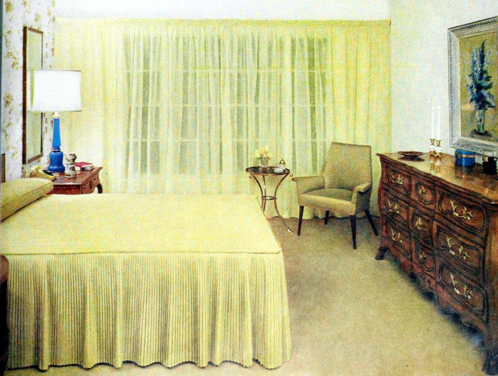 Vintage 50s bedroom decor in yellow (2)