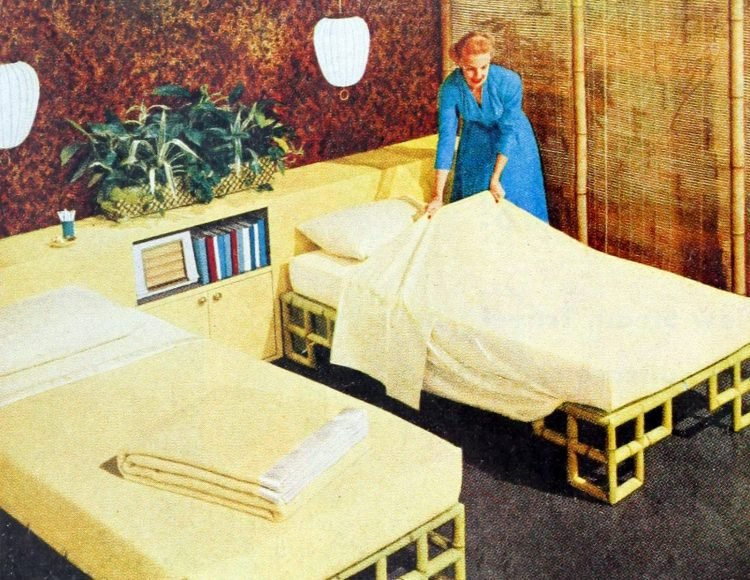 Vintage 50s bedroom decor in yellow (3)