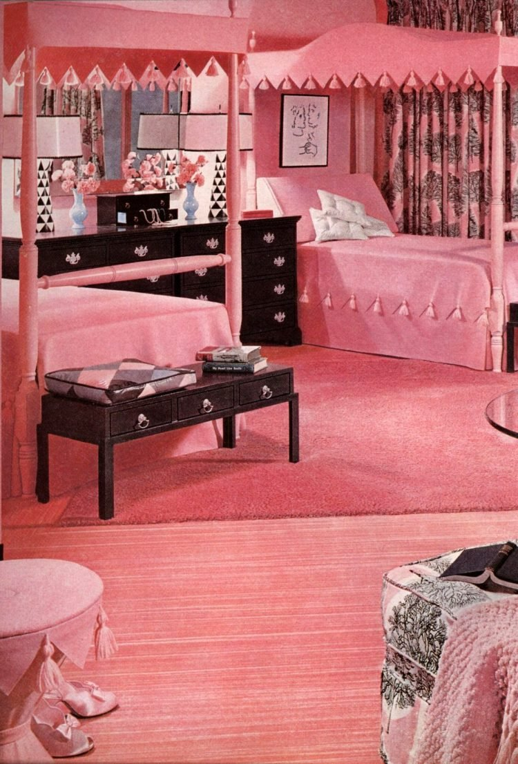 Vintage 50s master bedroom with shades of pink