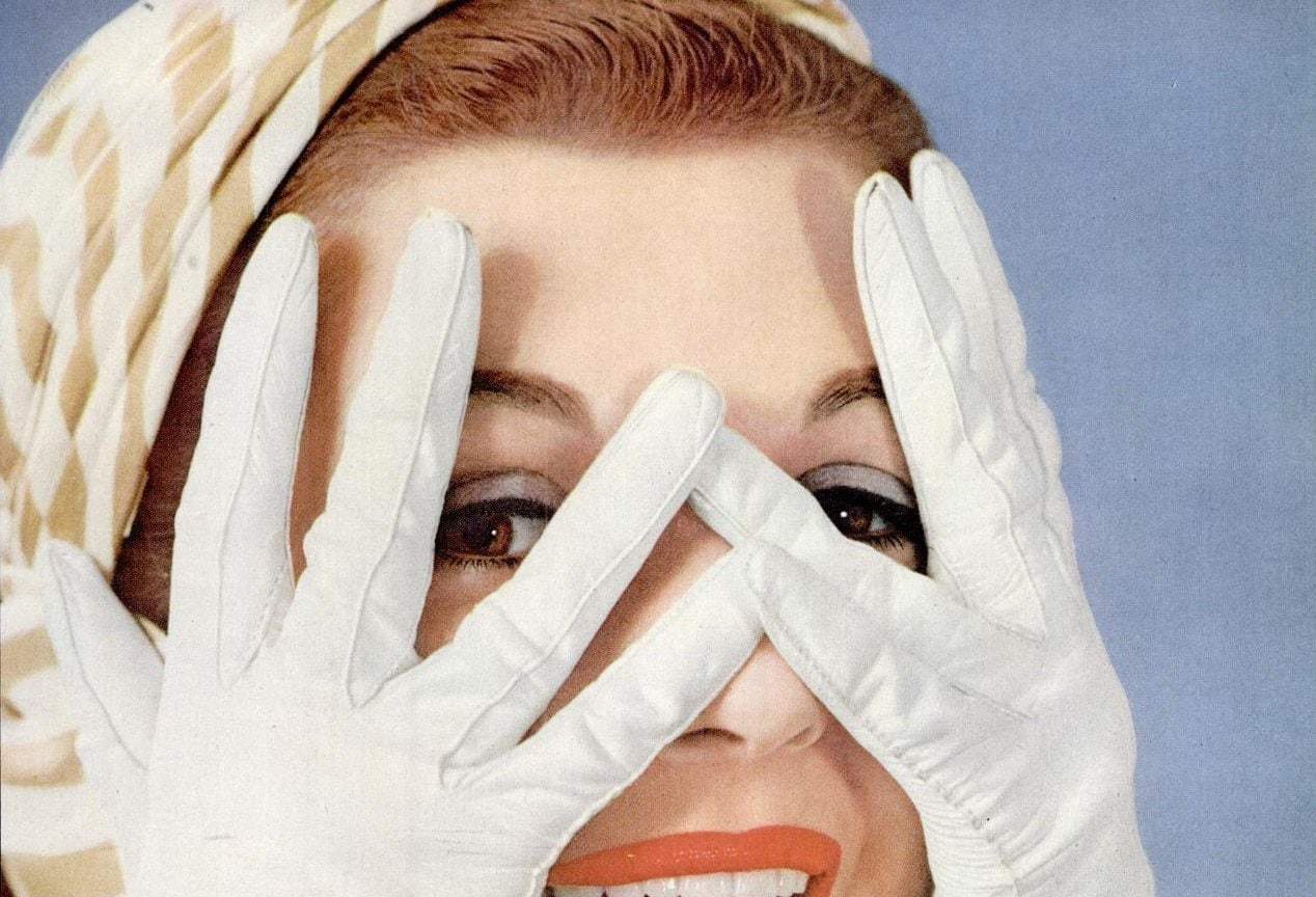 Vintage 50s women wearing gloves (1)