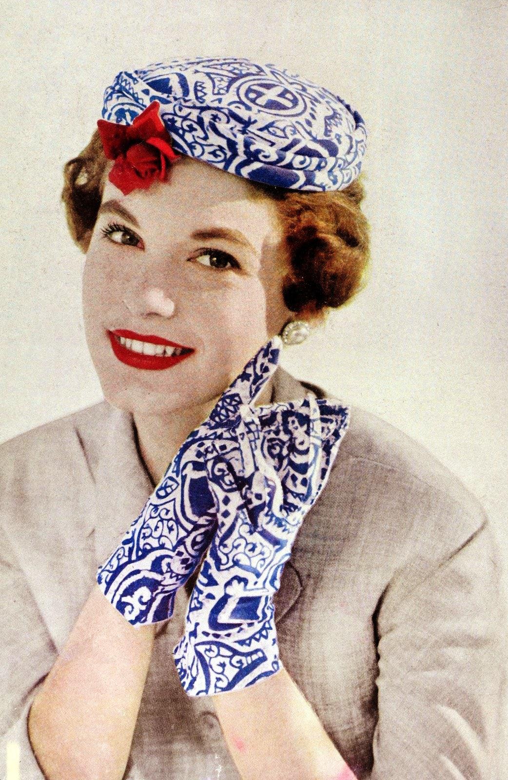 Vintage 50s women wearing gloves (11)
