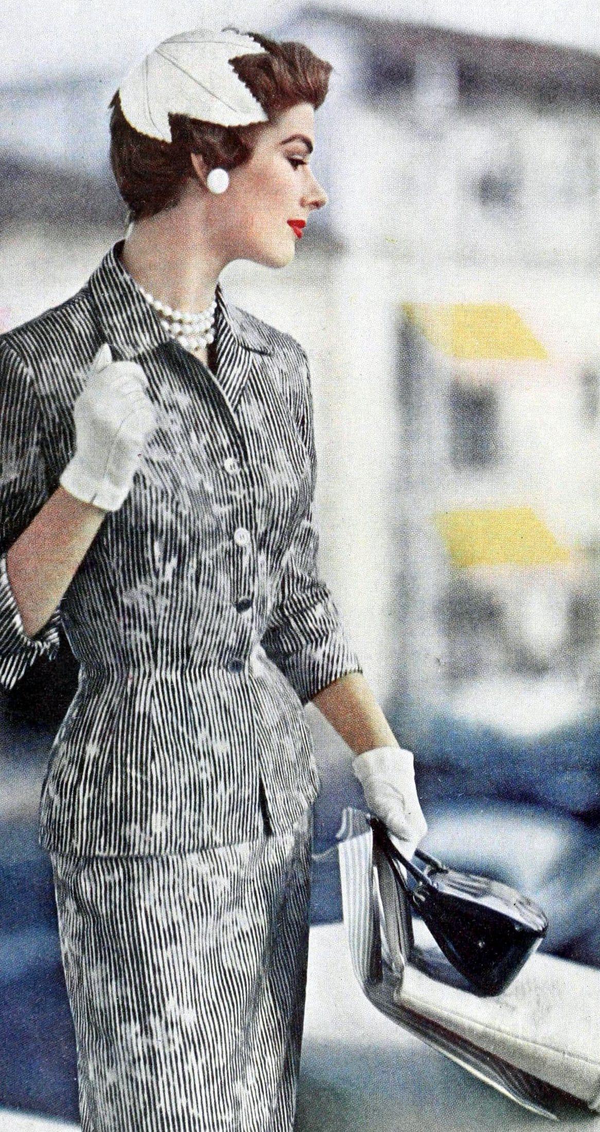 Vintage 50s women wearing gloves (13)