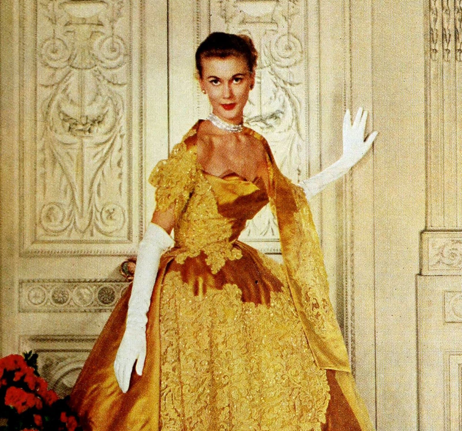Vintage 50s women wearing gloves (2)